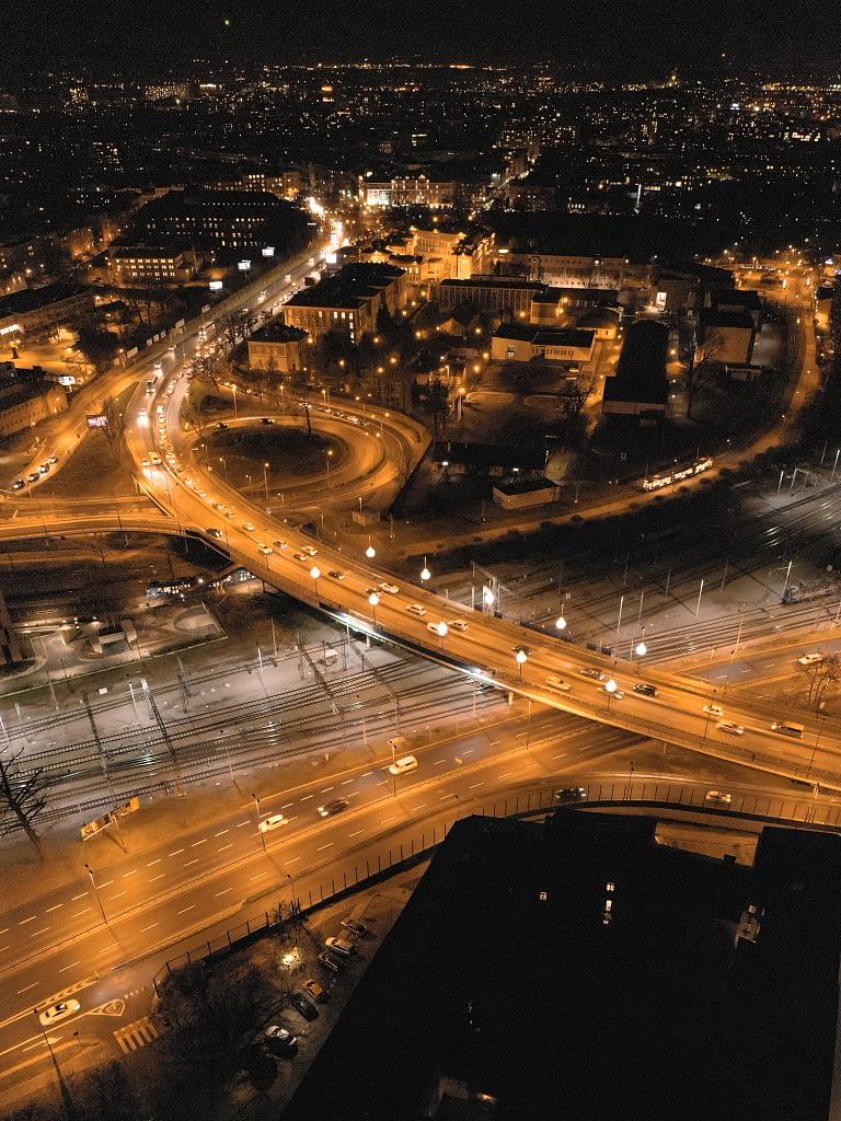 z-drona-panorama-Krakow-noc