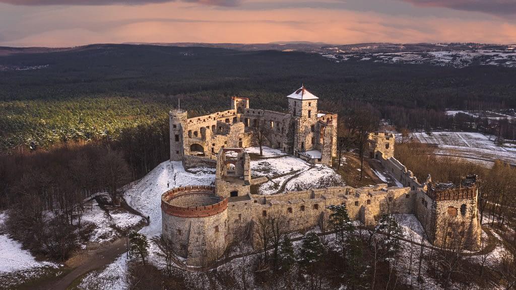 fotografia-z-drona-zamek-ruiny